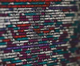 Ingénieur en informatique entrain de coder