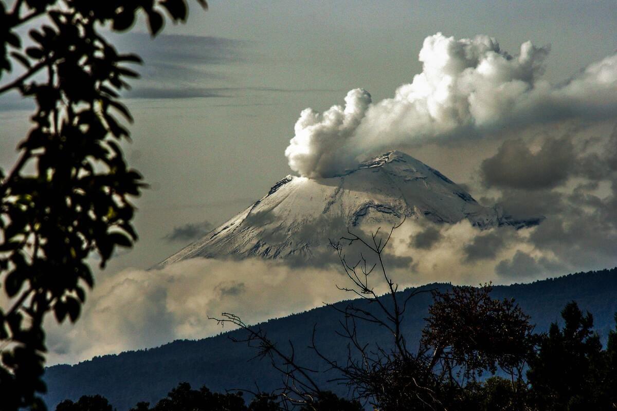 volcan Popocapetl Mexique en éruption